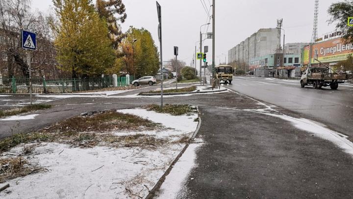 В Омске выпал первый снег: спрашиваем у синоптиков, как долго он продержится на улицах города