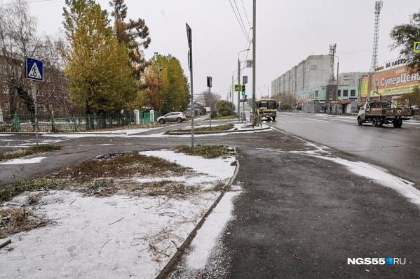 Температура на улице пока позволяет выпавшему снегу не таять