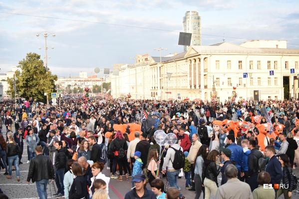 Центр города сегодня заполнили не только жители Екатеринбурга, но и гости города