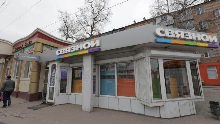 Опасный район: на Чкаловском из ларька забрали дорогие телефоны