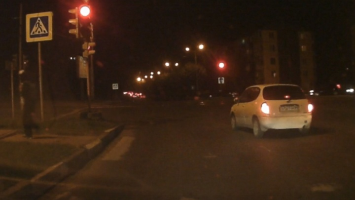 Красноярец прогнал автохама с запрещённого поворота и заставил ехать прямо