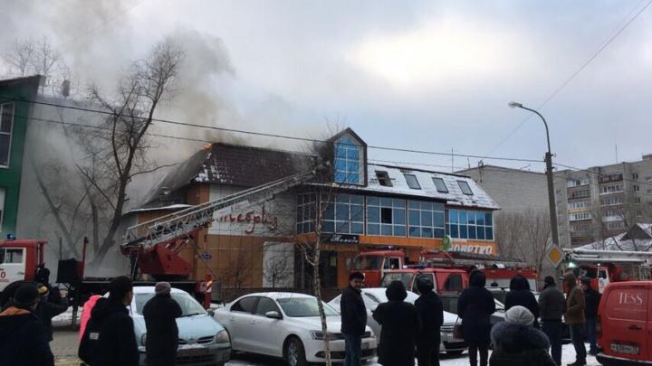 Вспыхнувший ресторан в Зареке тушили почти 40 человек, работники успели выйти на улицу