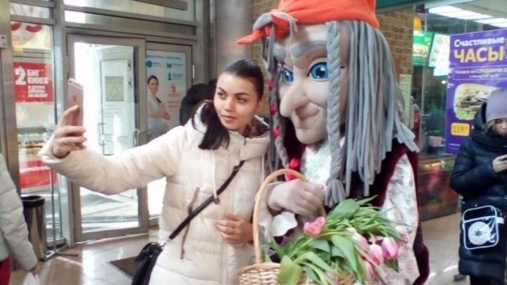 Народные цены — на радость любимым: к 8 Марта более 500 тысяч тюльпанов продали по одному рублю