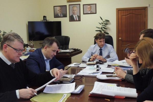 Балансовая комиссия, на которой обсуждали снижение зарплат сотрудников челябинской поликлиники, прошла под руководством министра здравоохранения региона Юрия Семёнова