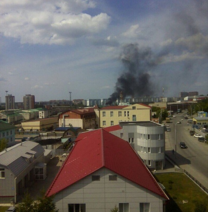 Чёрный дым в небе над Заельцовским районом