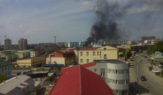 В Заельцовском районе поднялось облако чёрного дыма