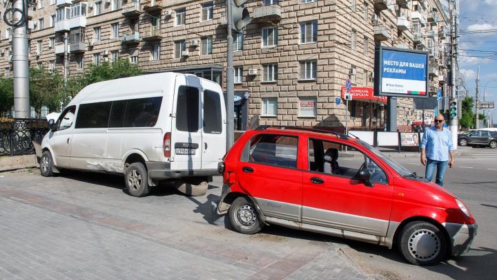 «Число аварий устрашает»: волгоградцы просят настроить светофоры на «чёртовом» перекрестке в центре