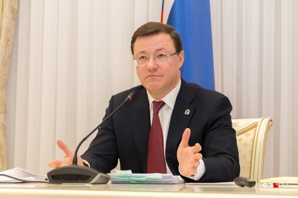 Азаров ищет на пост министра опытного администратора