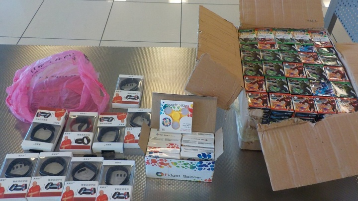 В аэропорту Кольцово таможенники задержали партию игрушек с Халком и Капитаном Америкой
