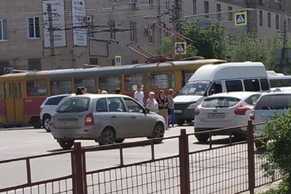 Ненадолго движение трамваев было приостановлено