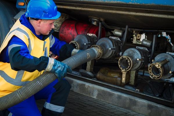 Устав от выкрутасов нефтяных компаний, правительство в приказном порядке ограничило цены