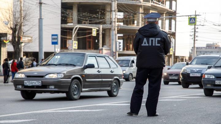 Инспектора ДПС сбили в Волгоградской области: 26-летний мужчина в больнице