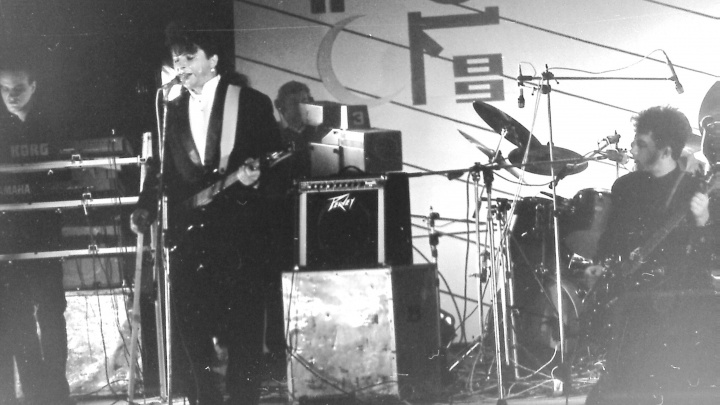 Как братья Самойловы обиделись на Свердловский рок-клуб: читаем отрывок из книги про «Агату Кристи»