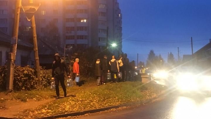 Бердчане встали в очереди к колонкам с водой: в городе крупная коммунальная авария