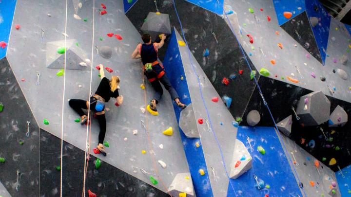 Скалодром, веревочный парк и батутная арена: у новосибирцев появилась альтернатива для развлечений