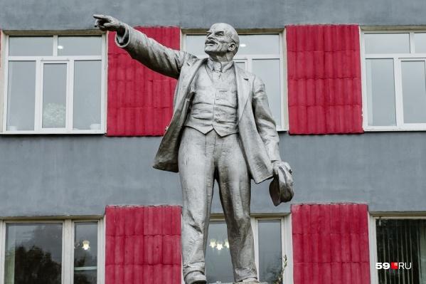 Памятники Ленину изготавливали по специальным, придуманным для него канонам