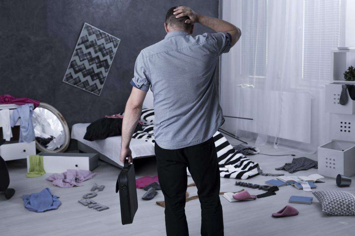 Как спрятать деньги в квартире