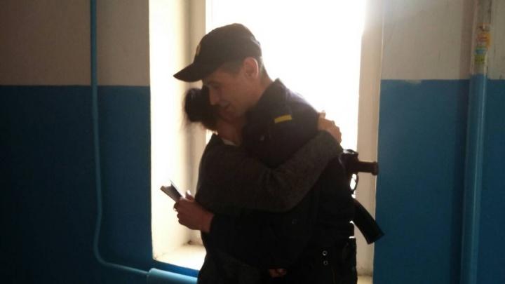 Стоял на подоконнике и плакал. В Тюмени росгвардеец спас 7-летнего мальчика из горящей квартиры