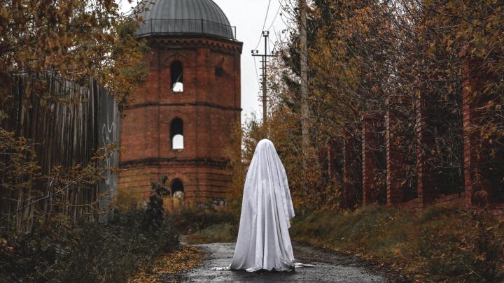 Боимся призрака погибшей пастушки: фотоистория несчастной любви на Хеллоуин