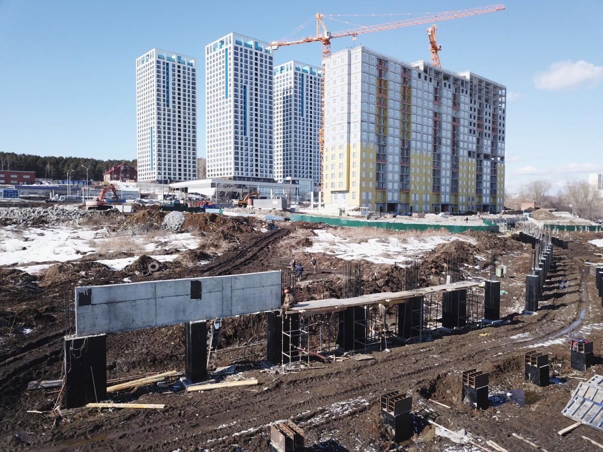 Строительство набережной вдоль квартала «Сказы Бажова на набережной Щербакова» идет полным ходом. Она будет готова к сдаче первого дома