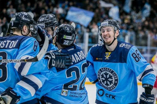 Игра проходила на ледовой арене «Трактор» в Челябинске