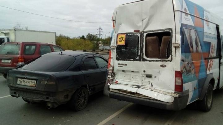 Водителя фуры, протаранившего в Челябинске автобус с юными футболистами, отдали под суд