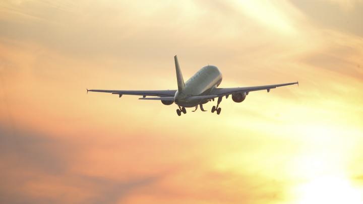 Авиарейс из Томска в Екатеринбург задержали на девять часов