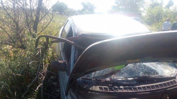 Под Волгоградом «десятка» врезалась в шлагбаум: водитель погиб