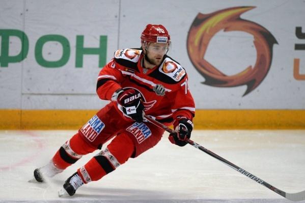 Карьера хоккеиста началась в ХК «Сибирь»