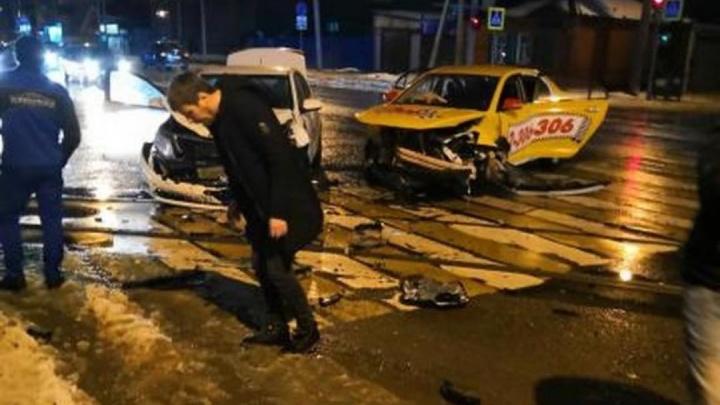 Опасное нарушение: три человека ранены в аварии на Текучева