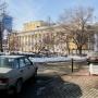После эвакуации машин инвалидов в Челябинске власти пообещали решить проблему с парковкой у театра
