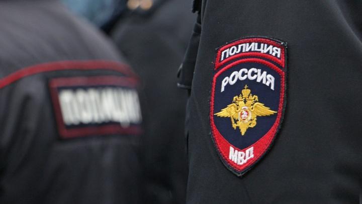 В Перми наградили полицейских, которые задержали преступника, напавшего с ножом на подростков