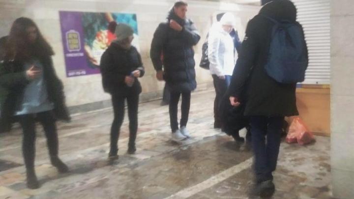 Женщина упала в переходе на «Студенческой» — на место приехала скорая