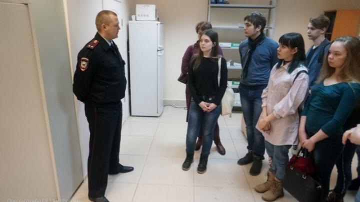 Меняли права и получали справки: полицейские рассказали, как уральцы пользовались госуслугами