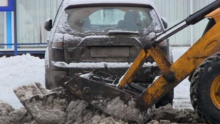 В Самаре чиновники объявили «охоту» на водителей, которые паркуют машины вдоль дорог
