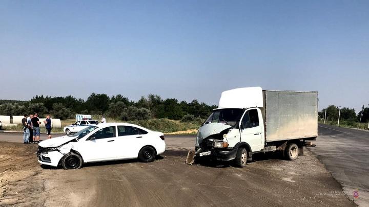 Жительница Москвы доставлена в больницу Волгограда после аварии с грузовиком на трассе