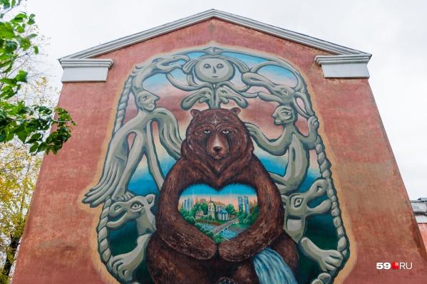 Фишка картинки в том, что её персонажи будут оживать и приглашать к небольшому путешествию по старой части Комсомольского проспекта