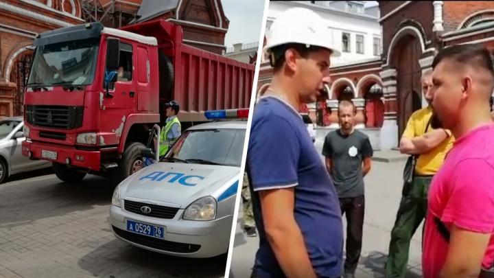«Рекомендую застройщикам не двигаться»: мэр побывал на скандальной стройке в центре Ярославля