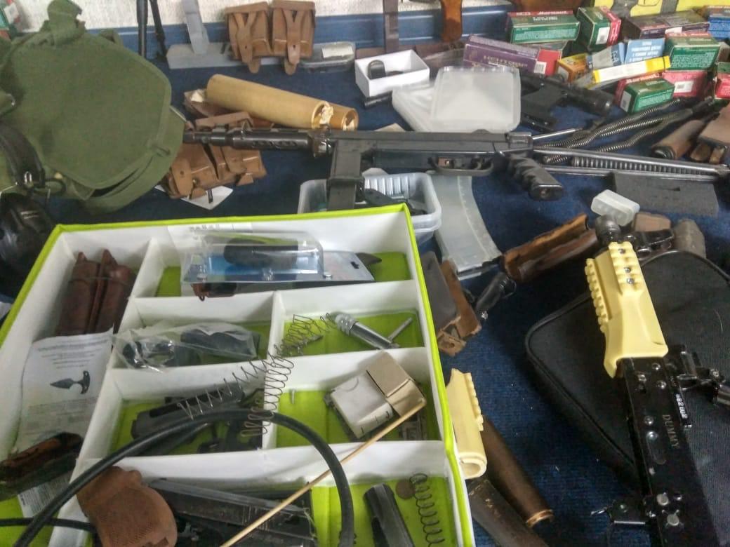 Мужчина организовал мастерскую по переделке оружия
