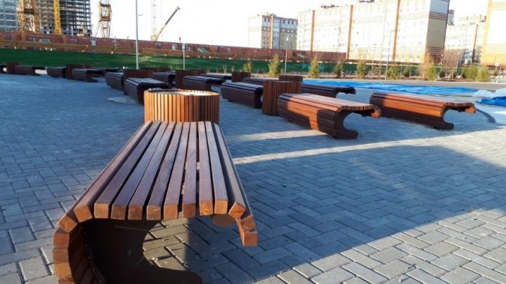 Новый фонтан в сквере Льва Ровнина могут починить только строители из Питера. Их ждут вторую неделю