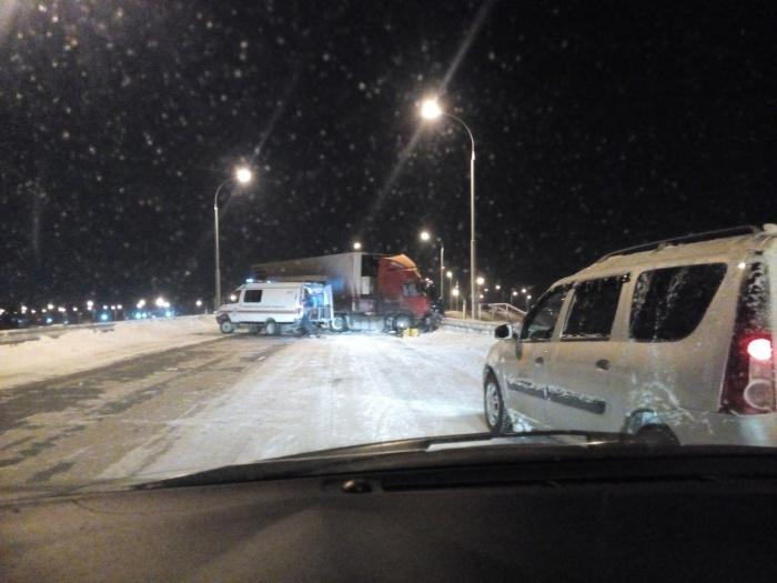 Авария произошла на развязке Краснояровского шоссе и Северного объезда в 6:50