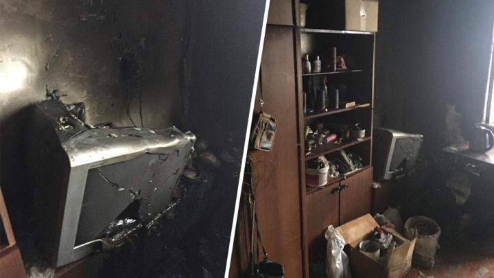 В Башкирии сотрудники МЧС обнаружили в горящей квартире мужчину, который пытался выбраться наружу