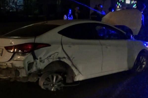 Угонщик разбил автомобиль