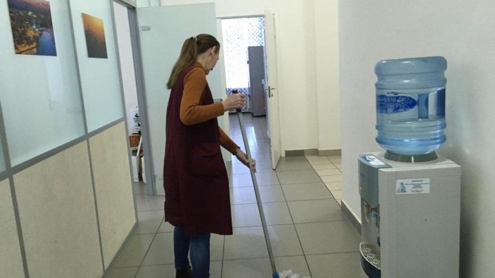 Уборщице — 33 тысячи? Эксперты рассказали о реальных зарплатах в этой сфере Екатеринбурга