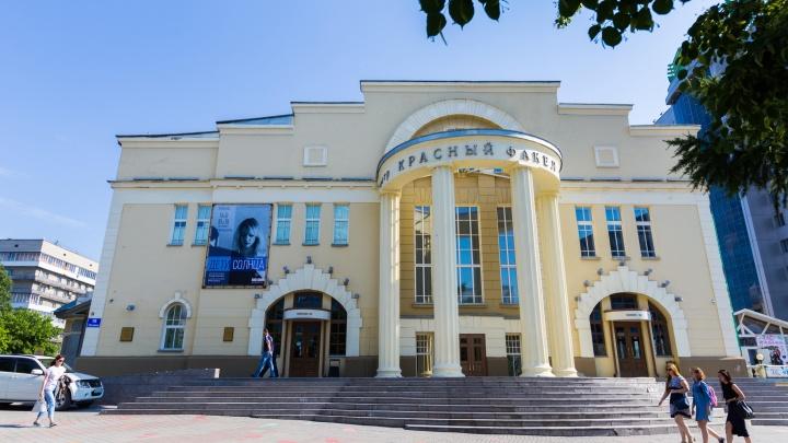 «Красный факел» попросил новосибирцев рассказать связанные с театром личные истории