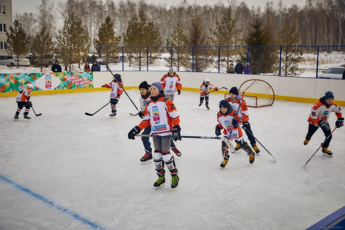Красивая и профессиональная игра —заслуга тренера детской дворовой хоккейной лиги и юных игроков, которые упорно тренируются с начала зимы