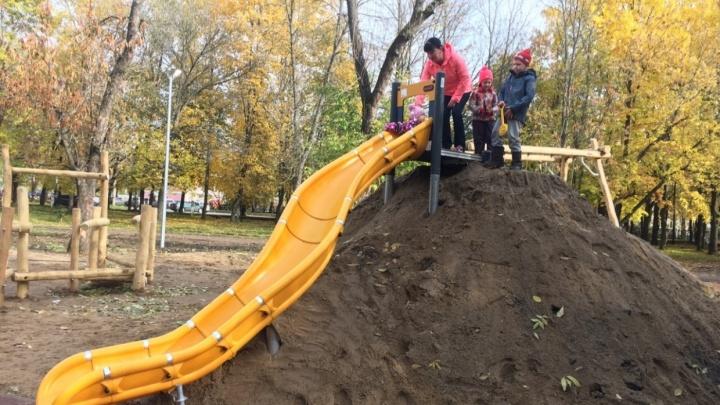 «Стыдно за наш город»: ярославцы ответили Урганту, который высмеял горку из грязи на всю страну