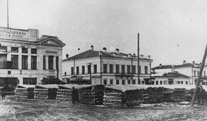 Раньше дом входил в состав усадьбы, в которой были также флигель, деревянные службы и баня