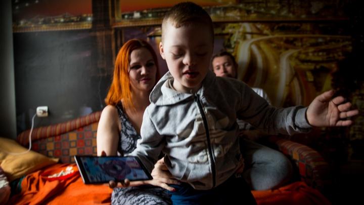 «Вы говорите, эти дети — обуза обществу»: рэпер посвятил клип маленькому сыну с синдромом Дауна