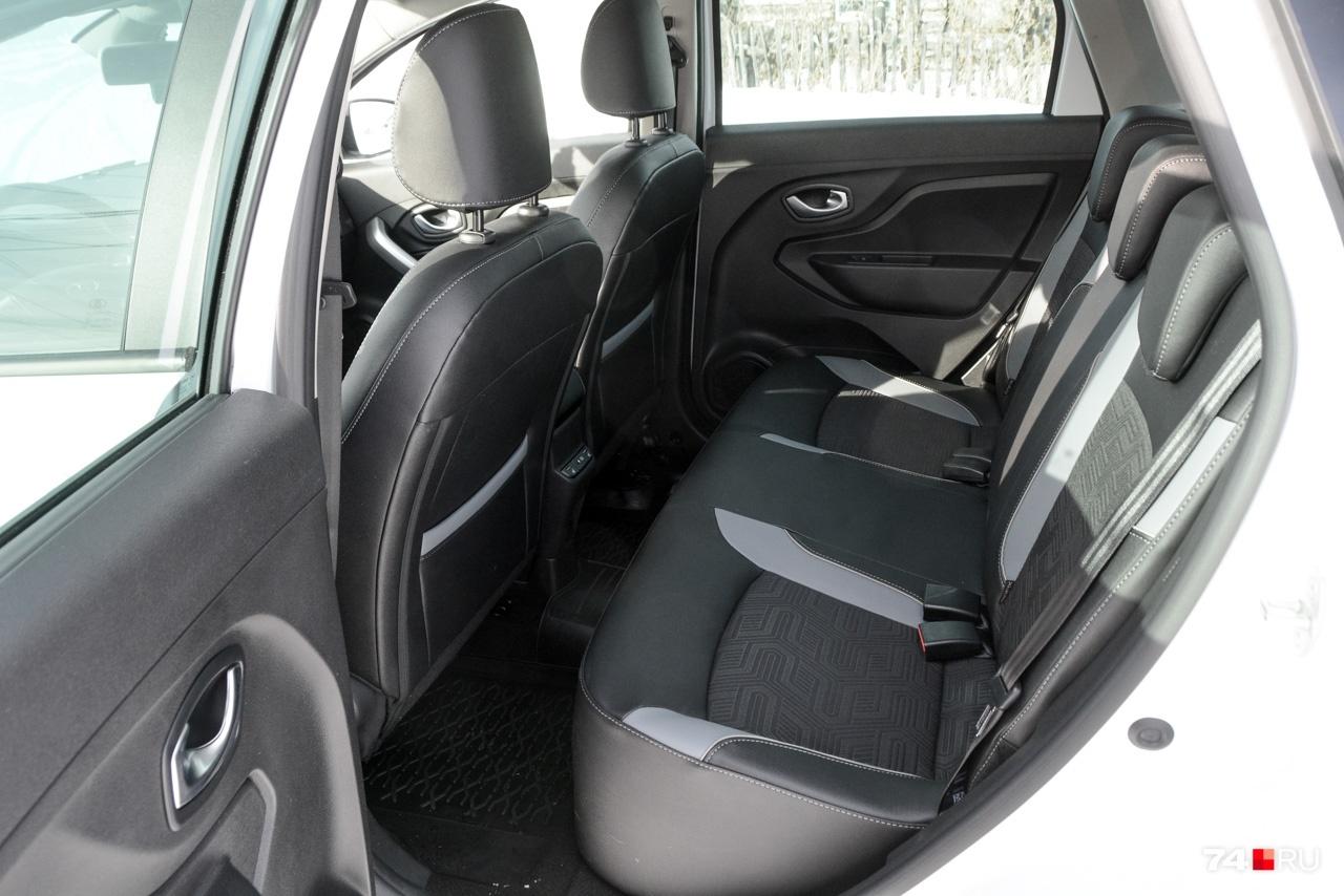 Задние сиденья тесноваты: XRAY Cross хоть и выглядит автомобилем среднего класса, по длине не намного больше хетчбэка Lada Granta (бывшая «Калина»)